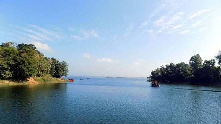 The beauty of the hills of Rangamati is crowded with tourists.
