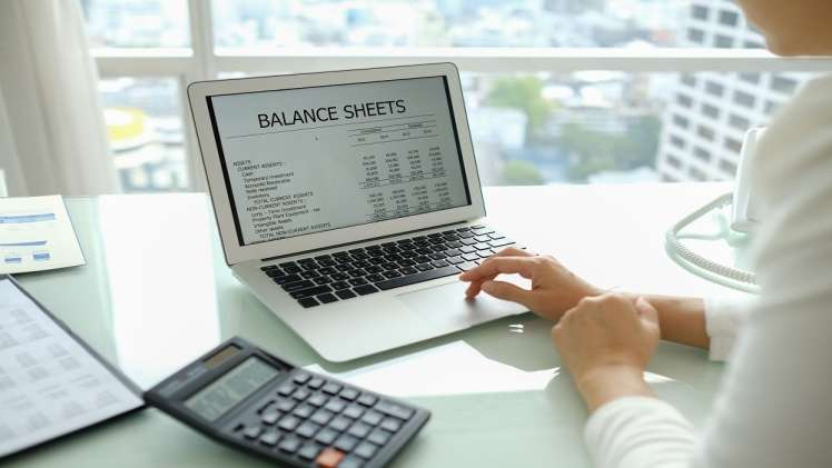 Why is an accountant important in all types of online business