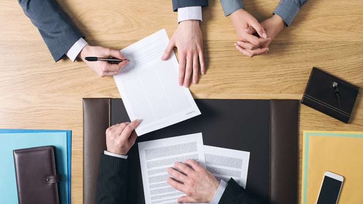 How does a business lawyer can help you