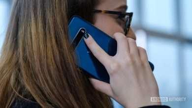 LG V60 making a call
