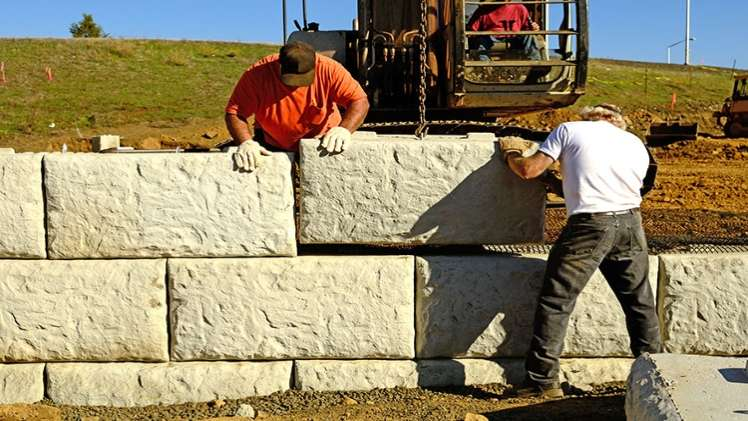 Why To Hire A Masonry Contractor For Your Retaining Wall