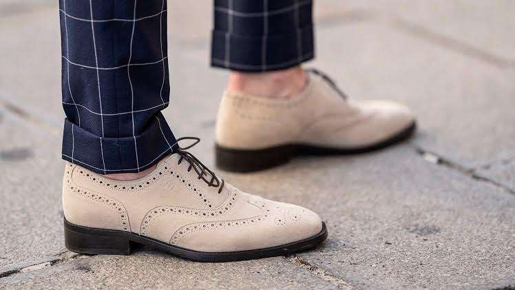 Elevator shoes feel more confident in yourself