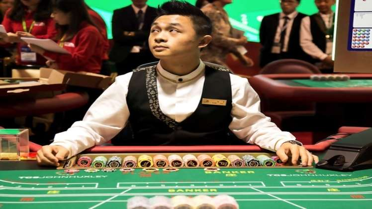 Online Casinos with Live Dealers Offer Players a Unique New