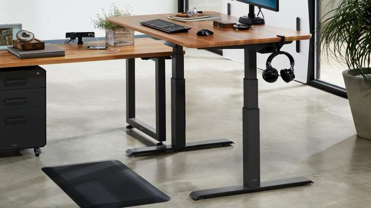 How to Find the Perfect Adjustable Desk For Your Office
