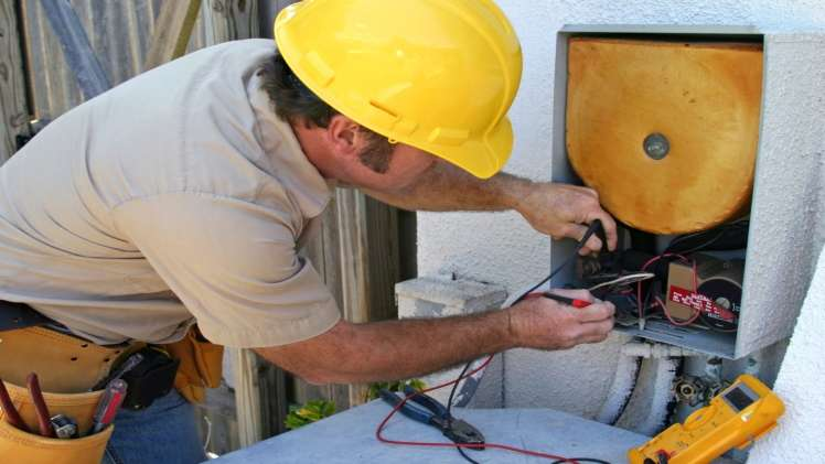 Why Should You Hire A Commercial Specialist for Your Commercial HVAC Services